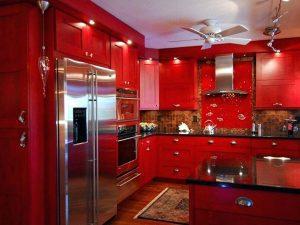 Kırmızı mutfak dolabı